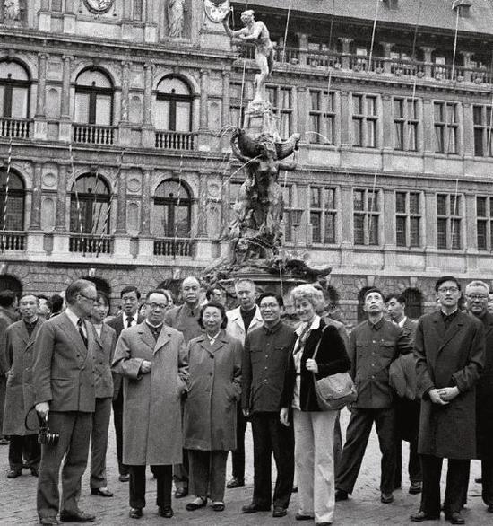 1978年5月19日,谷牧(前排左二)带团在比利时进走友谊访问。