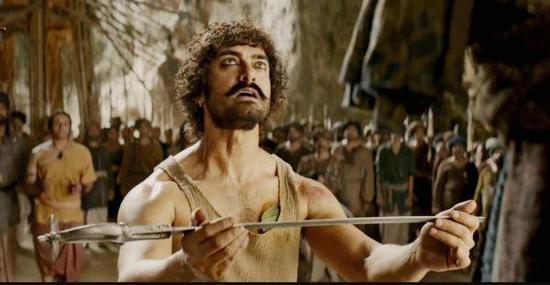 阿米尔·汗在《印度暴徒》中的剧照