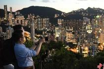 香港市民看日落