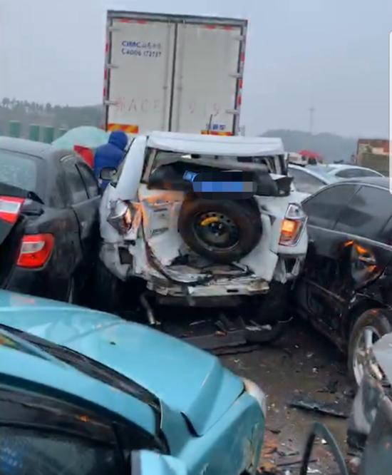 事故现场。图片来源:我们视频
