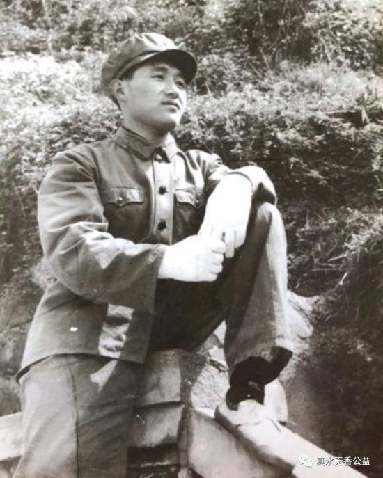 張仲新年輕時曾在部隊服役