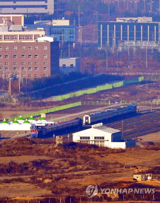 朝韩召集板门店,右方为朝鲜火车,左侧为韩国火车 本文图源均来自韩联社