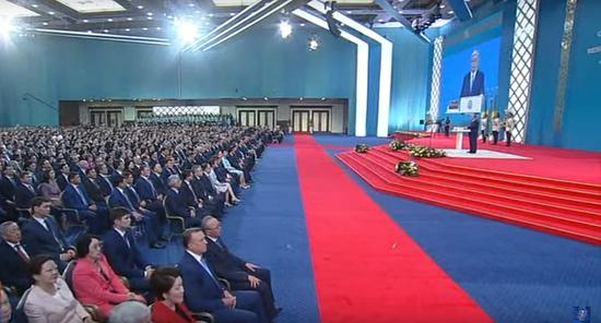 哈萨克斯坦总统托卡耶夫发誓就职(俄罗斯卫星通讯社)