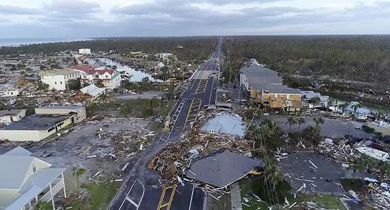 飓风过境之后一片狼藉(俄罗斯卫星通讯社)