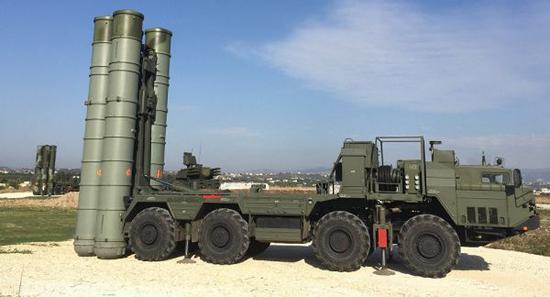 原料图片:驻叙俄军安放的S-400长途防空导弹体系。(图片来源于网络)