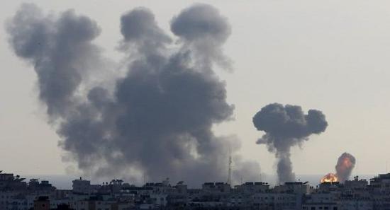 以军空袭加沙地带目标。(美联社)