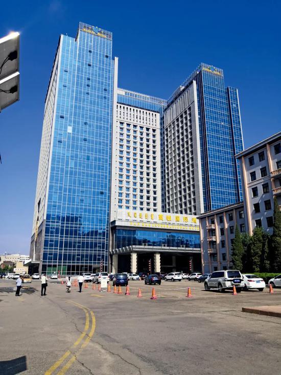 万號酒店曾长期存在黄赌毒现象,却在众多政法官员保护下平安无事。摄影/本刊记者 周群峰