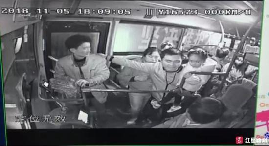 ↑公交车视频截图