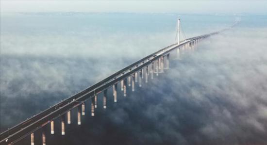 中国获得国际奖项最高的特大跨海大桥——青岛胶州湾大桥。