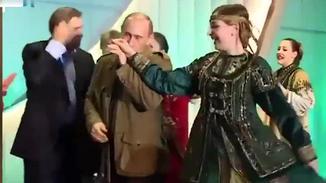 普京早年珍贵视频公开:与小布什跳舞