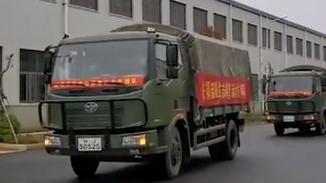 106辆军用卡车为武汉运生活物资