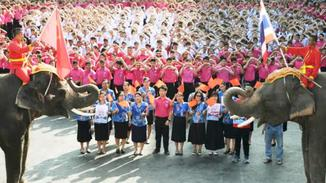 """泰国三千学生用中文高呼""""中国加油"""""""