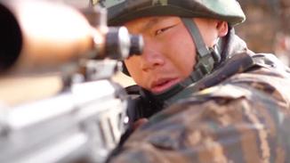 武警狙击手挑战射击极限