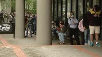 疫情引发澳失业潮:领救济金的人排长龙