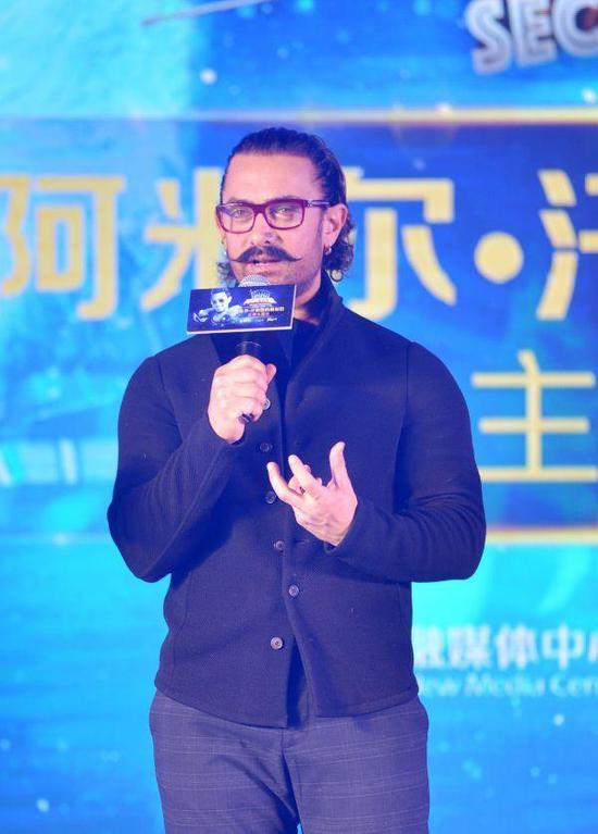 2018年1月23日,北京,阿米尔·汗来华为电影《奥秘巨星》宣传。(新华社)