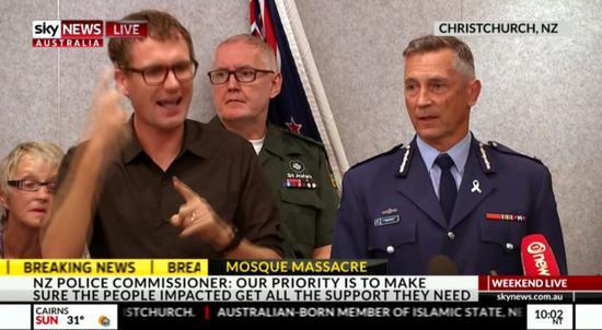 新西兰警察局长迈克・布什接受媒体采访图,来自澳大利亚天空新闻网