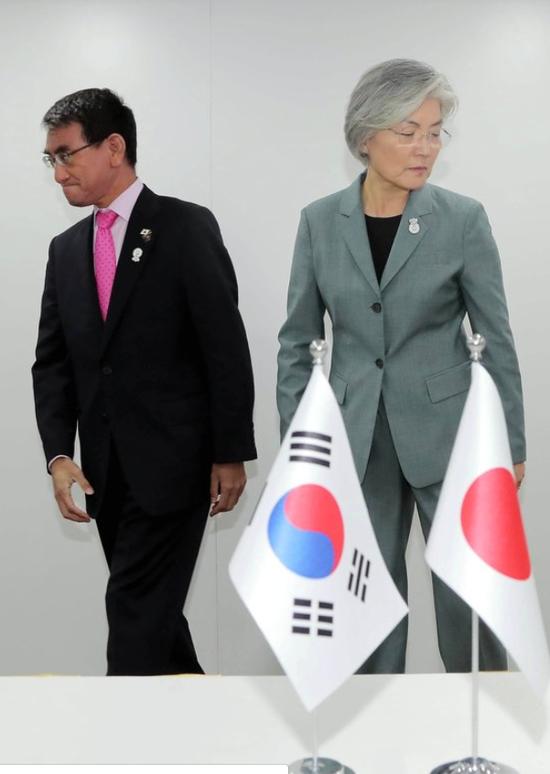 韩日外长1日就贸易摩擦举行会谈,双方不欢而散