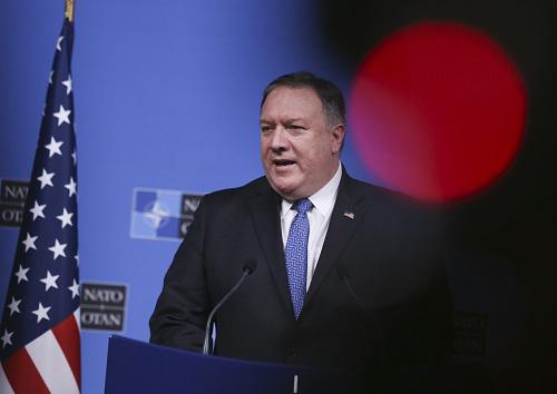 12月4日,在比利时布鲁塞尔,美国国务卿蓬佩奥出席讯息发布会。新华社记者叶清淡摄