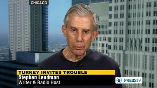 (美国作家和电台主办人斯蒂芬·伦德曼 图片来源:PressTV)
