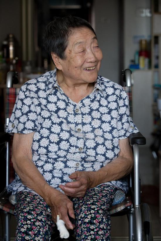 9月23日,佘小芝在家中批准新京报记者采访。 新京报见习记者 李凯祥 摄
