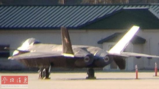 美军迷在美国佐治亚州拍到的歼-20全尺寸模型照片,后被证实隶属于美海军陆战队训练中心一切。
