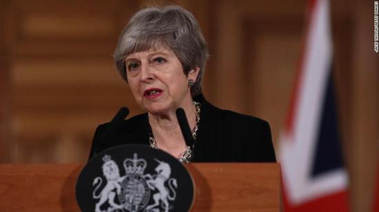 英国首相特蕾莎·梅宣布将申请再延长脱欧期限,还要跨党派合作。(图源:CNN)