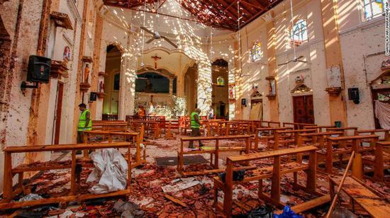 此前爆炸后的教堂(图源:CNN)