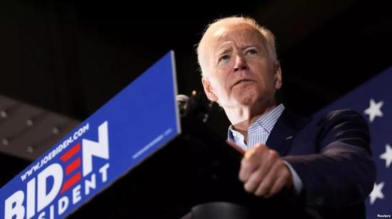 前美国副总统拜登5月1日在爱荷华州的一个竞选集会上讲话。