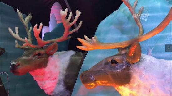 图为驯鹿冰雕。