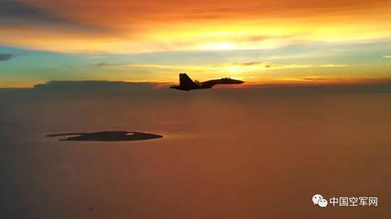 中国空军苏-35战机飞赴南海战斗巡航。