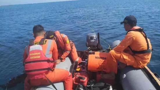 △马塔拉姆巴萨尔斯队12月11日在Gili Air搜寻张的踪迹。图片来源:@脊梁in上海