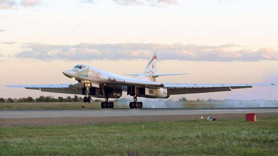 """资料图:""""图-160""""战略轰炸机(图片:福克斯新闻网)"""