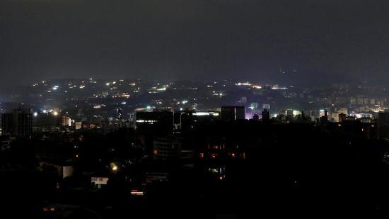 (委内瑞拉首都加拉加斯停电后的场景 图源:RT)