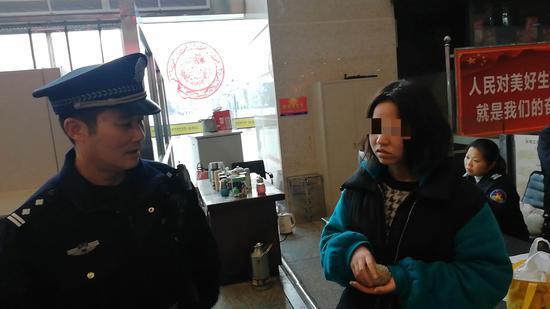 女孩携带刺猬在安检口被查获 图片来源:长沙铁路公安处