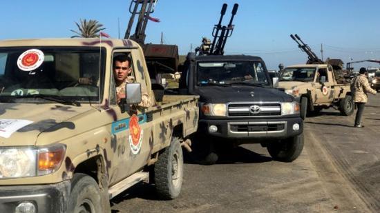 在首都聚集支持利比亚政府的武装(法新社)
