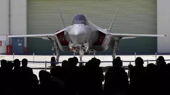 """日本自己组装的F-35""""初号机""""。来源:产经新闻"""