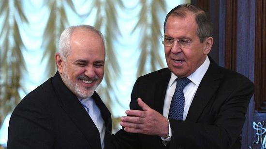 (俄罗斯外交部长谢尔盖·拉夫罗夫与伊朗外交部长穆罕默德·贾瓦德·扎里夫。图源:俄罗斯卫星通讯社)