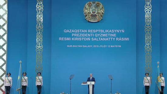 哈萨克斯坦总统托卡耶夫发誓就职(俄塔社)