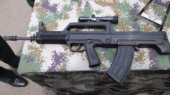 中国使用的95式步枪采用5.8毫米口径弹药
