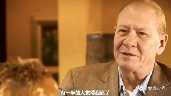 美国男子Joe接受采访时讲述自己的抗癌经历。在跟新京报记者的交流中,他也称是芬苯达唑帮他治愈了癌症。
