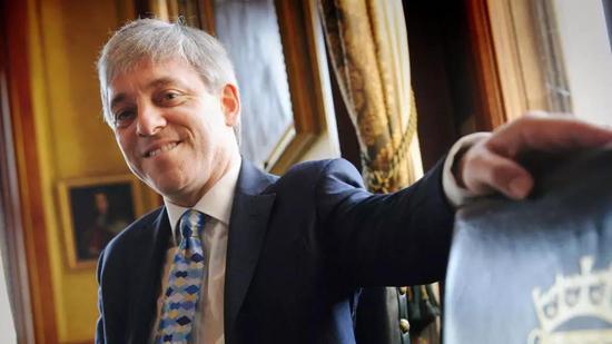 2009年刚刚当上下议院议长时的伯考,如有侵权,请联系删除