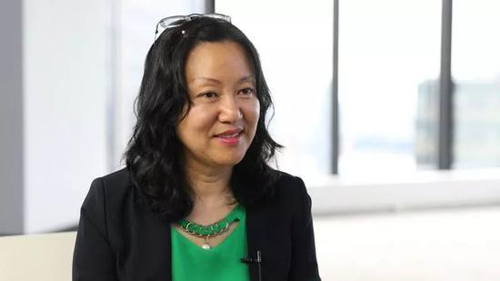 陆晓忠在接受新华社记者采访。新华社记者张墨成 摄