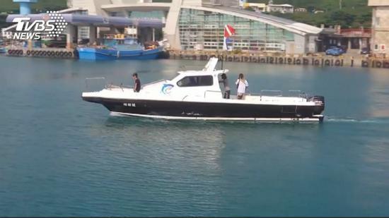 海巡队展开搜救行动。(图:TVBS)