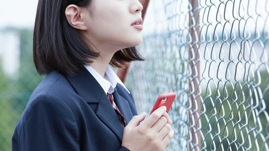 智能手机在学生群体中普及带来很多问题(富士电视台)