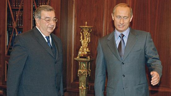 普里马科夫与普京(右)。(图源:俄罗斯卫星通讯社)