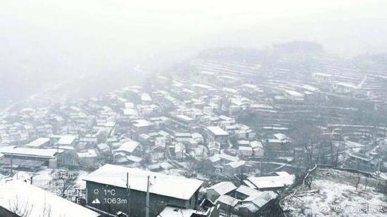 房山史家营秋林铺雪景。李建 摄