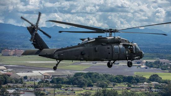 """UH-60""""黑鹰""""直升机资料图(图源:ABC)"""
