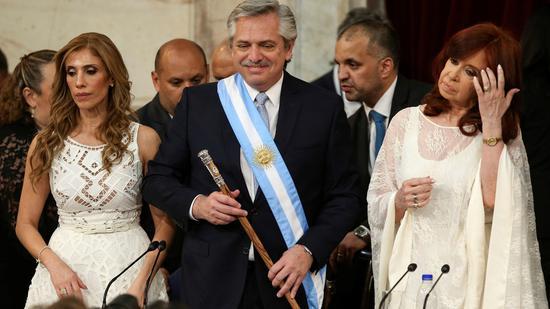 ▲12月10日,布宜诺斯艾利斯,费尔南德斯宣誓就任阿根廷总统。 |原料图片