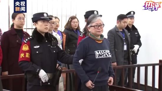 △孙小果母亲孙鹤予一审宣判现场