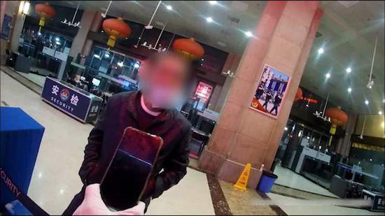 北京鐵警春運期間抓獲扒手8名 趁乘客睡熟偷手機